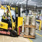 Pallets op de vrachtwagen: hout of plastic?