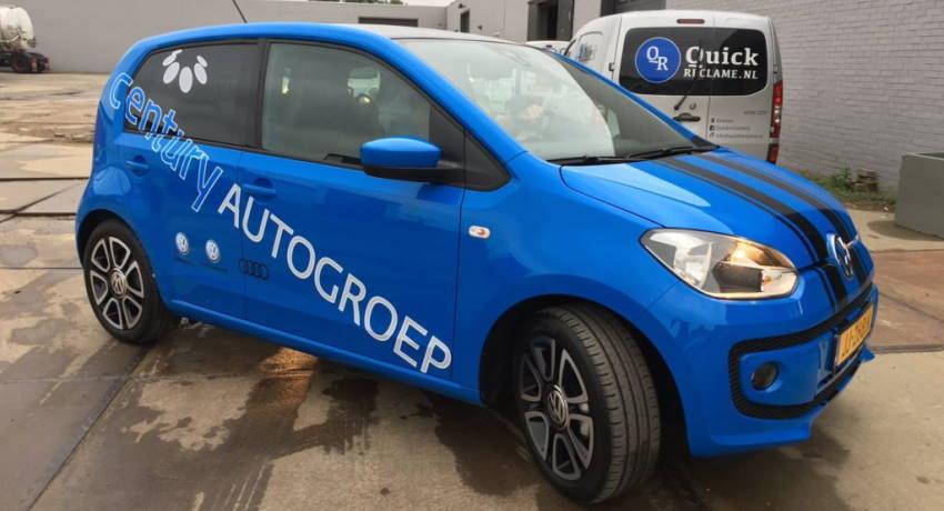 autoreclame op blauwe auto